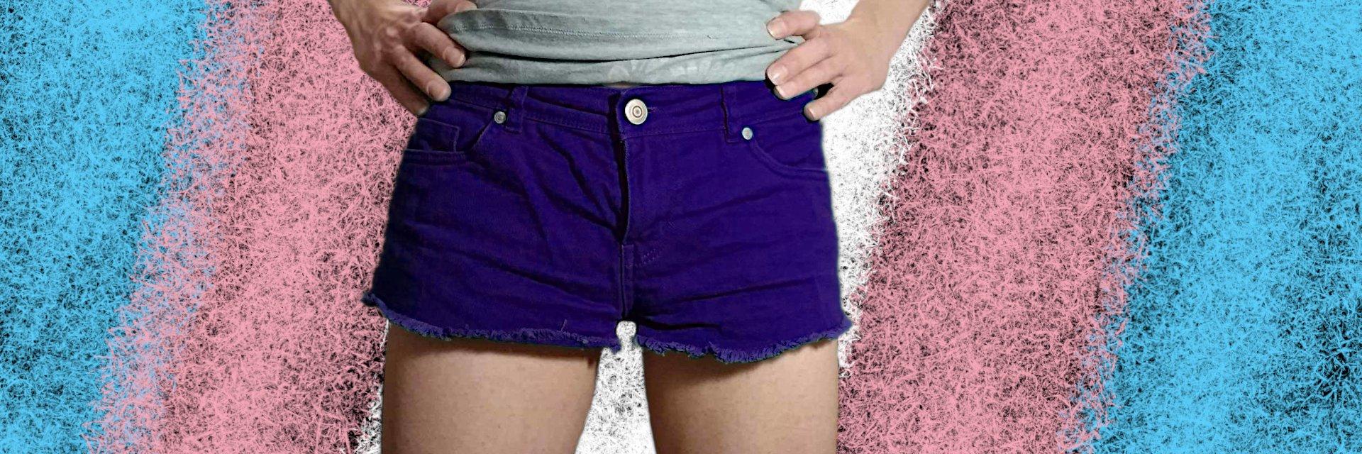 Tucking - jak pozbyć się wypukłości w kroku - kobieta w szortach